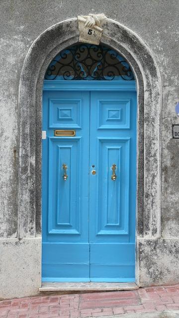 front-door-604235_640